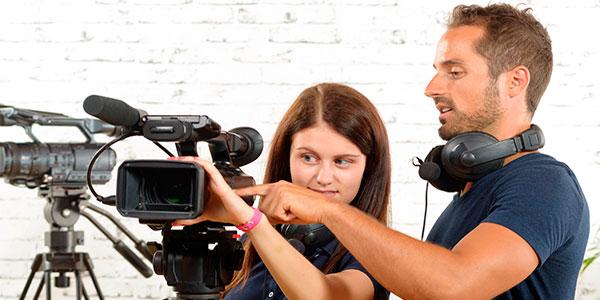 En esta sección de cine, imagen y sonido podrás encontrar todos aquéllos cursos relacionados con lo audiovisual así como los pertenecientes al género de la fotografía ,el cine, el sonido y la imagen.
