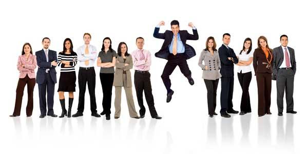 El conjunto de personas que trabajan en una empresa hacen muy valiosa la misma.