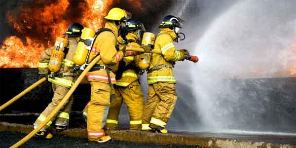 El bombero es la persona que presta su ayuda y su vida cuando la situación lo necesita.