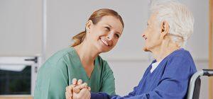 Como ayudan los auxiliares de enfermería a las personas con  Alzheimer