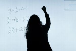 Bajan los requisitos para ser profesor en España